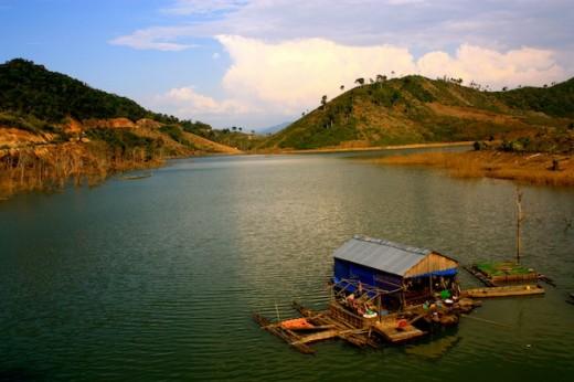 Floating Village Vietnam _ CAmorose