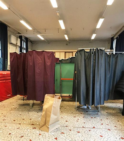 pretavoyager-bureaudevote-curtain